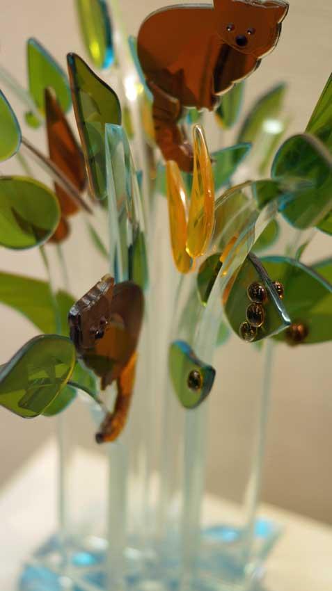 """Accueil : portfolio la nature, arborescence, sculptée et gravée au jet de sable, pièce unique assemblage verre,verre St Just,miroir intitulée """"le réchauffement climatique 1"""" (détail)"""