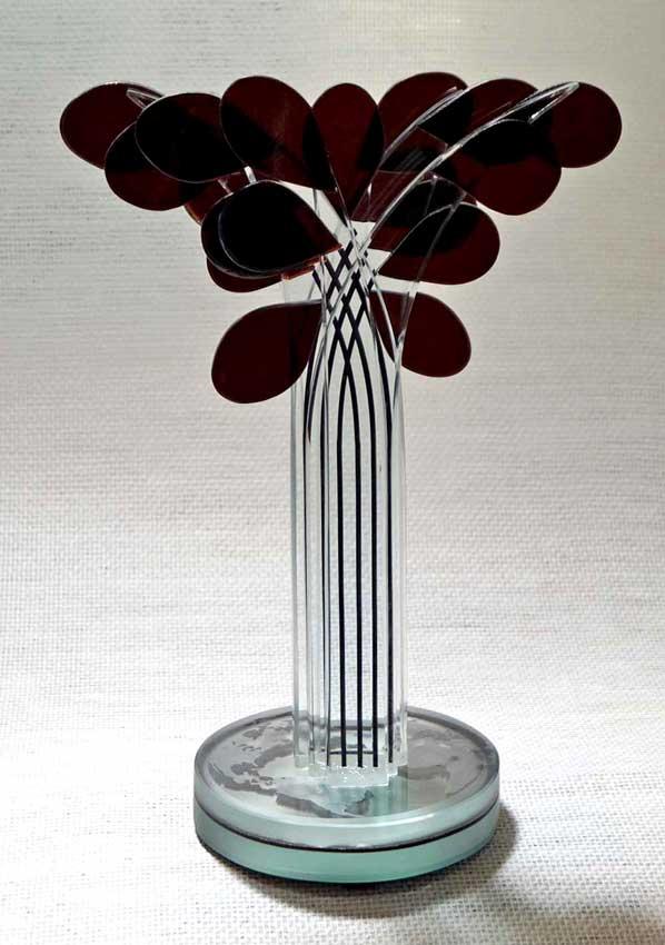 """Accueil : portfolio la nature, arborescence, ensemble sculpté et gravé au jet de sable, pièce unique assemblage verre,verre St Just intitulée """"le meilleur des mondes"""""""