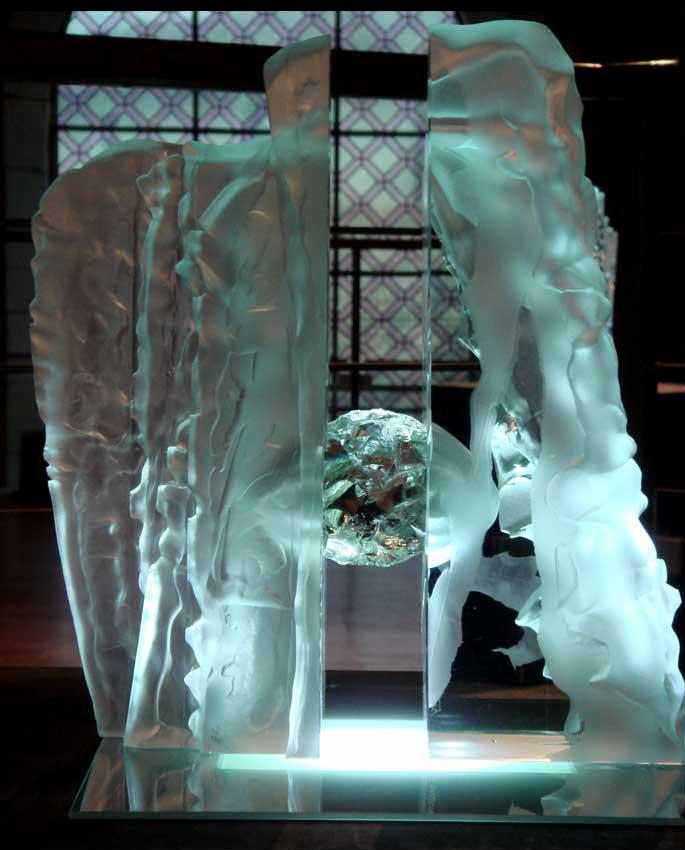 """Accueil : portfolio la nature, roches sculptées au jet de sable """"l'oeuf de cristal"""""""