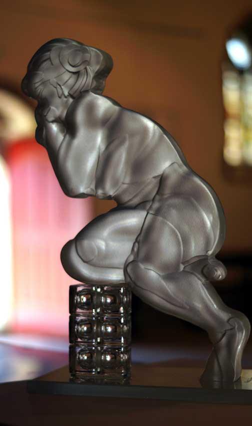 Accueil : portfolio l'humain, le nu, ensemble sculpté et gravé au jet de sable, pièce unique