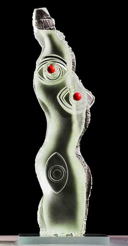 """Accueil : portfolio l'humain, le nu, ensemble sculpté et gravé au jet de sable, pièce unique intitulée """"la femme au troisième oeil"""""""