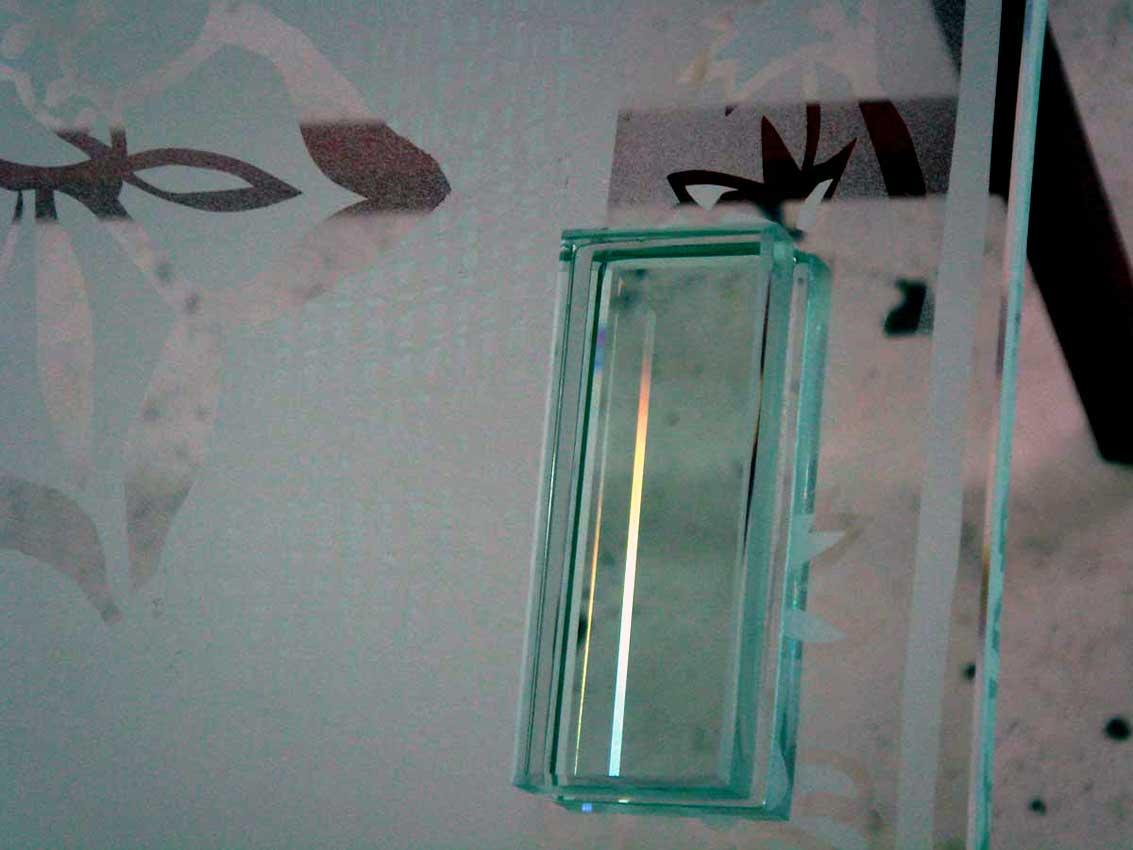 Accueil : portfolio déco,projet 6, portes coulissantes verre sécurit gravées ,inspiration Moghole , pièces uniques (détail poignées porte)