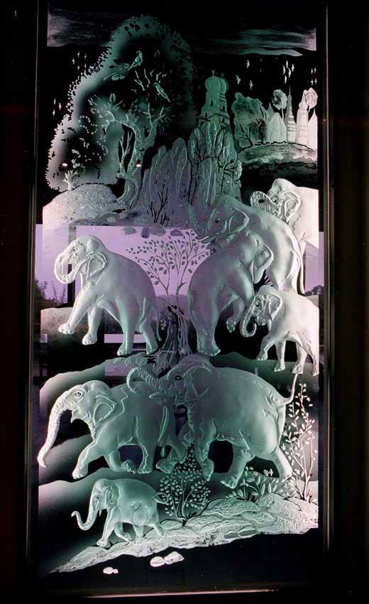 Accueil : portfolio déco,projet 6, écrans lumineux en diptyque dalles de verre gravées éclairées,inspiration miniatures Moghole 16ème siècle, pièce unique