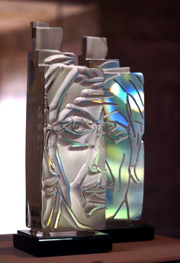Accueil : portfolio l'humain, autoportrait, ensemble sculpté et gravé au jet de sable, verre,miroir,schiste,diptyque pièce unique