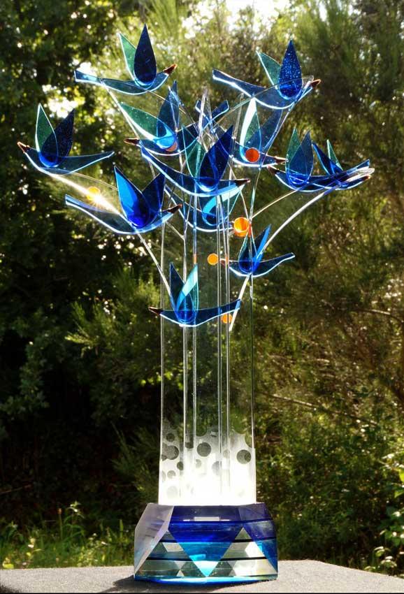 """Accueil : portfolio la nature, arborescence, ensemble sculpté et gravé au jet de sable, pièce unique assemblage verre,verre St Just intitulée """"l'arbre aux oiseaux"""""""