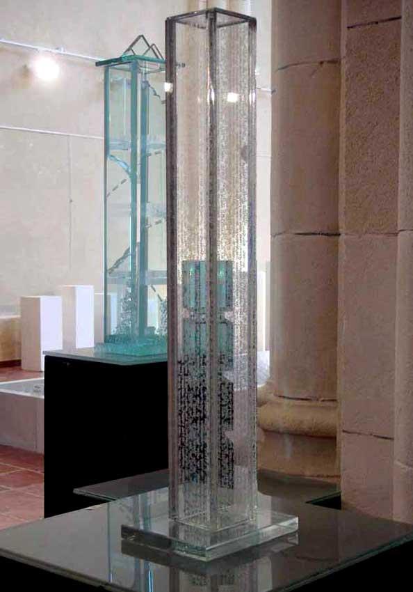 Accueil : portfolio l'absraction,architectures assemblage modules verre dépolis,laqués,dalles verre avec textes manuscrits gravés