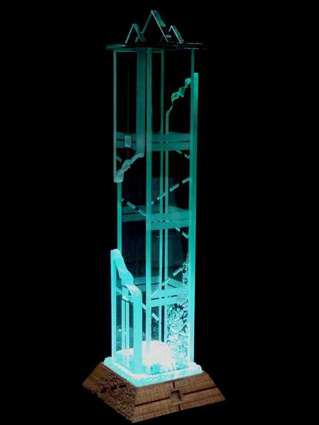 Accueil : portfolio l'absraction,architectures assemblage verre gravé ,grugé,collé,dépoli,socle bois gravé,pièce unique éclairée (éclairage Mick Loeffel)