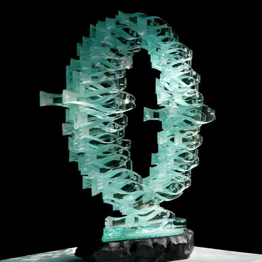 Accueil : portfolio la nature, banc de poissons sculptés au jet de sable pièce unique verre et schiste