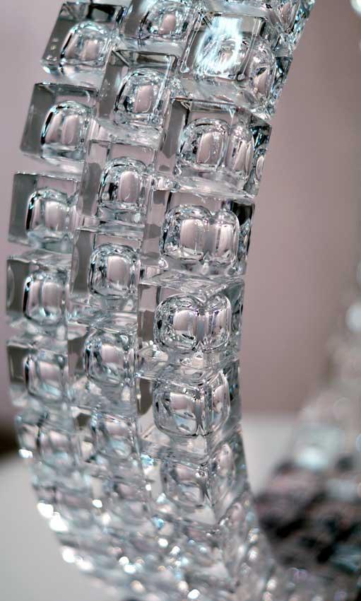Accueil : portfolio l'absraction: cubes, assemblage modules verre diamant polis,laqués,collés,pièce unique (détail)