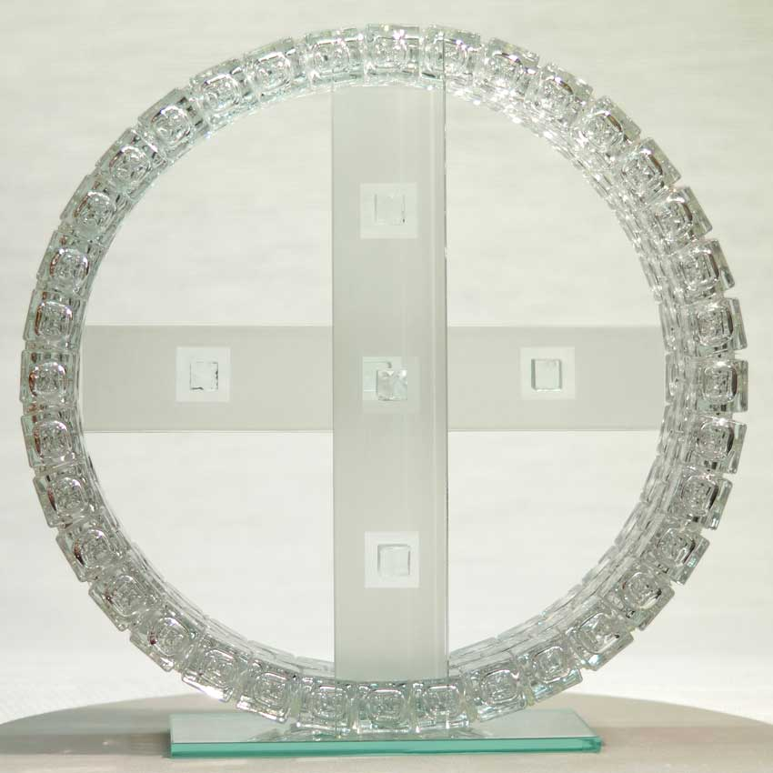 Accueil : portfolio l'absraction: cubes, assemblage modules verre diamant polis,laqués,collés,verre éclaté au burin et dépoli,pièce unique