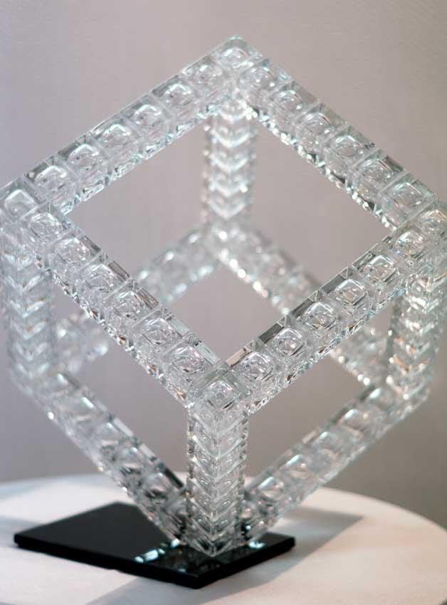 Accueil : portfolio l'absraction: cubes, assemblage modules verre diamant polis,laqués,collés,pièce unique