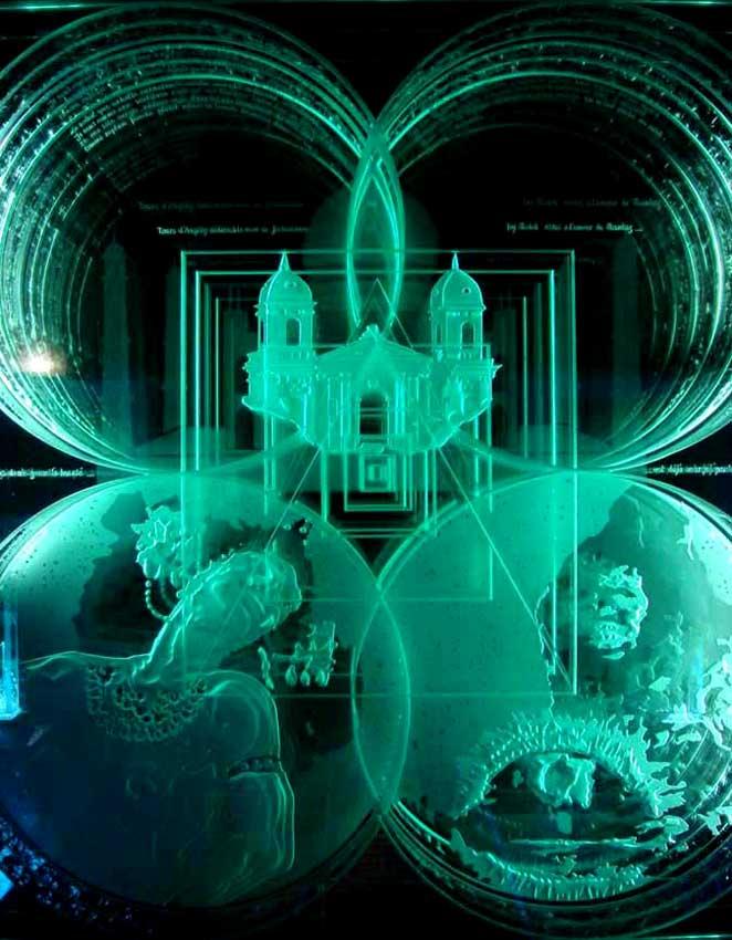 """Accueil : portfolio autre,littérature installation dalle de verre éclairée avec effet d'infini,gravée,bouchardée,dépolie,rehauts collés,textes manuscrits gravés,pièce unique intitulée """"Salomé"""" (détail)"""