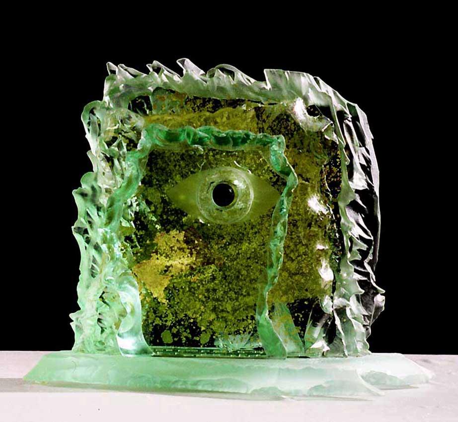 Accueil : portfolio la nature, roches sculptées au jet de sable avec insertion de feuilles d'or (recto)