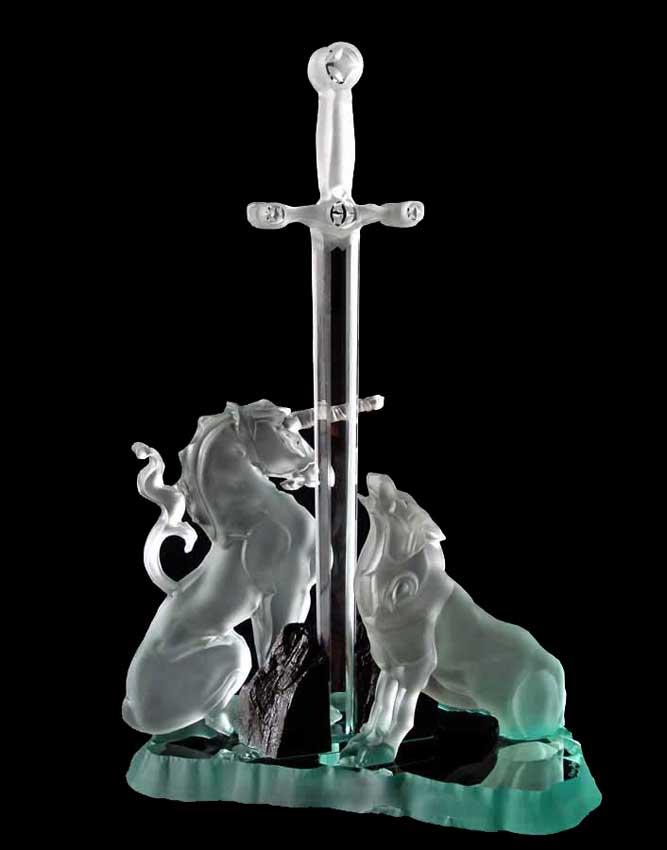 """Accueil : portfolio autre,mythologie verre gravé,pièce unique intitulée """"légende arthurienne"""""""
