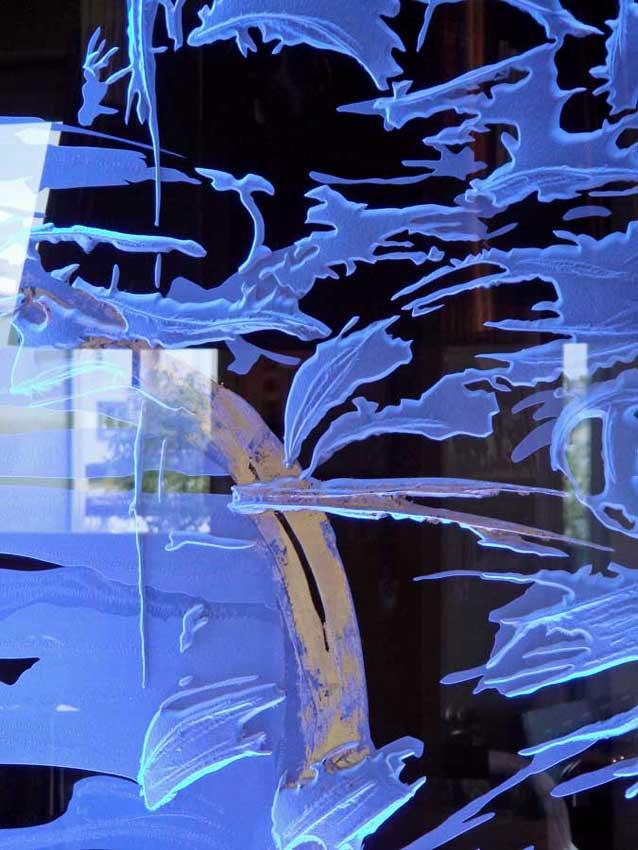 Accueil : portfolio déco,projet 2,d'après encre sur papier,séparatif lumineux dalle de vere extra-blanc 19 mm gravée,rehauts de feuille d'or,éclairage LED RGB (Mick Loeffel),détail