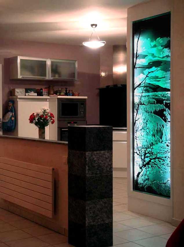 Accueil : portfolio déco,projet 4, écran lumineux dalle de verre gravée éclairée,inspiration concrétions calcaire Yosemite park USA (pièce unique)