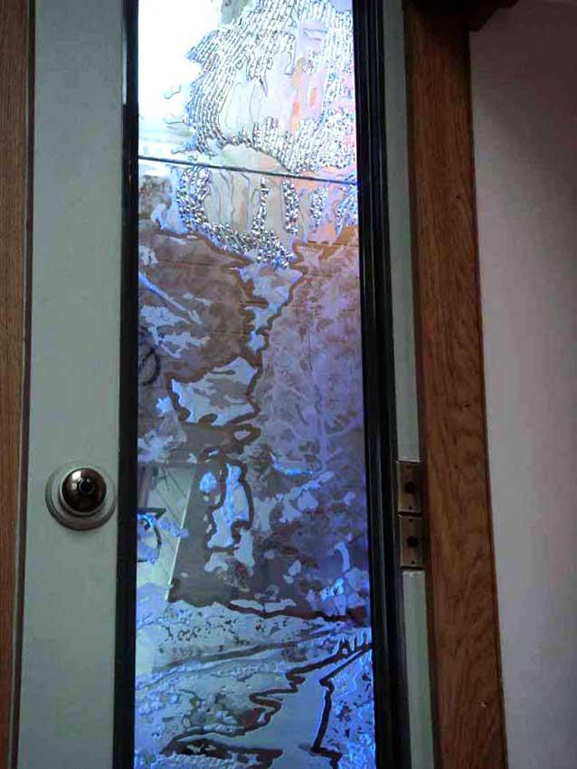 Accueil : portfolio déco,projet 5, écran lumineux séparatif salle de bains dalles de verre gravée bouchardées, pièce unique ,détail (éclairage Mick Loeffel)