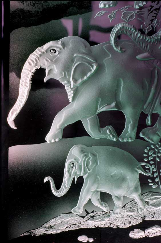 Accueil : portfolio déco,projet 6, écrans lumineux en diptyque dalles de verre gravées éclairées,inspiration miniatures Moghole 16ème siècle, pièce unique ,(détail)