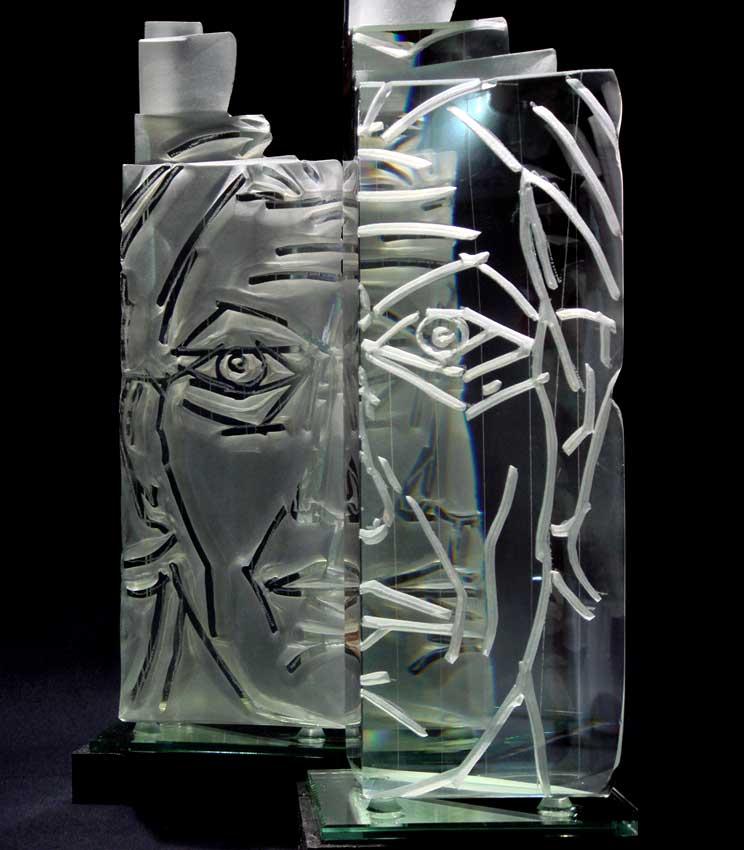 Accueil : portfolio l'humain, autoportrait, ensemble sculpté et gravé au jet de sable, verre,miroir,schiste,dyptique pièce unique